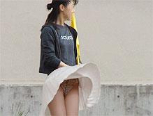【風パンチラ】強風でスカートがめくれちゃった決定的瞬間画像が凄いwww(画像38枚)
