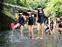 「林間学校で新型スク水姿のJCたちと愉しい輪姦学校」上から7段目の一番右